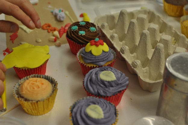 Cake Decorating Course Leamington Spa : Cupcake workshops and parties. Cake decorating classes ...