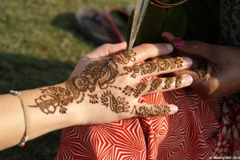 Henna in action